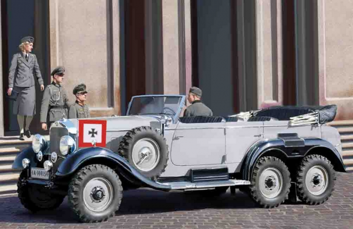 G4 (1939 ) German Staff Car with Passengers